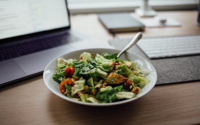 Four Reasons Not to Eat at Your Desk